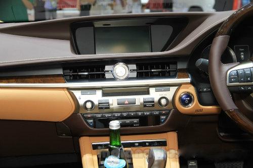 Mê mẩn mẫu Lexus ES300h 2016 giá 2,2 tỷ đồng - 6