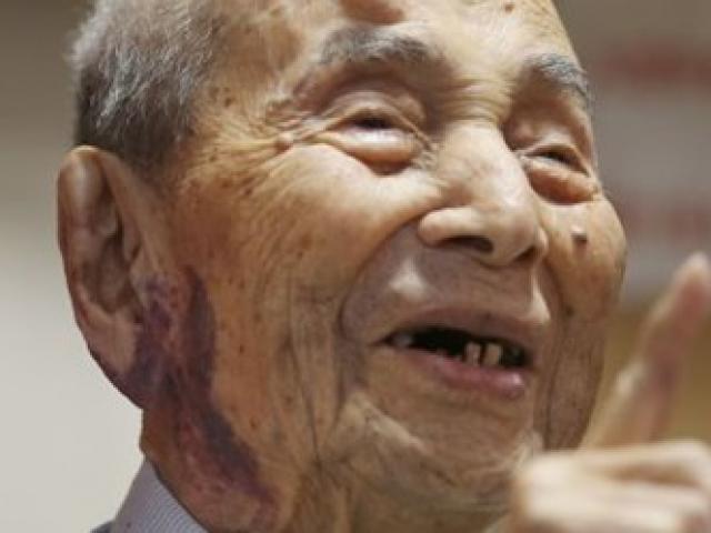 Cụ ông 112 tuổi lập kỷ lục người già nhất thế giới
