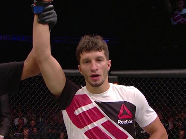 """UFC: Thắng sốc 54 giây, 5 phút sau """"về hưu"""" luôn"""