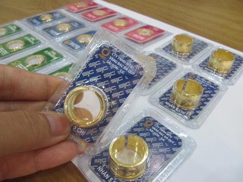 Niềm tin sụt giảm, người Việt vẫn không tìm tới vàng! - 1