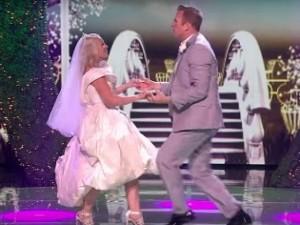 """Bất ngờ với đám cưới """"Gangnam Style"""" trên sân khấu"""