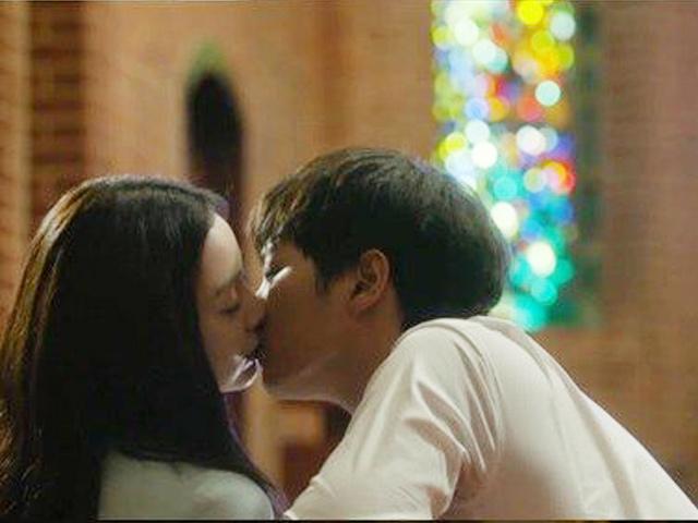 """Kim Tae Hee lần đầu hôn """"bác sĩ lang băm"""""""
