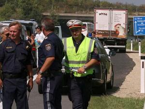 Phát hiện xe tải chứa ít nhất 70 thi thể trên đường cao tốc Áo