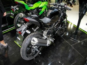 Siêu mô tô Kawasaki Z250SL hầm hố sắp lên kệ
