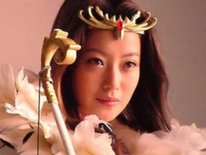 Kim Hee Sun nhận cát xê 66 tỷ đồng vào vai nữ thần