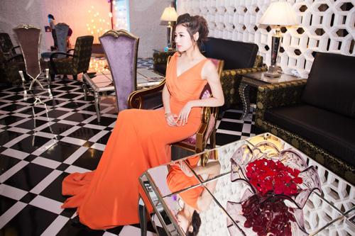 """Vẻ đẹp kiều diễm của Á hậu Dương Tú Anh thực sự """"đốn tim"""" nhiều người hâm mộ"""