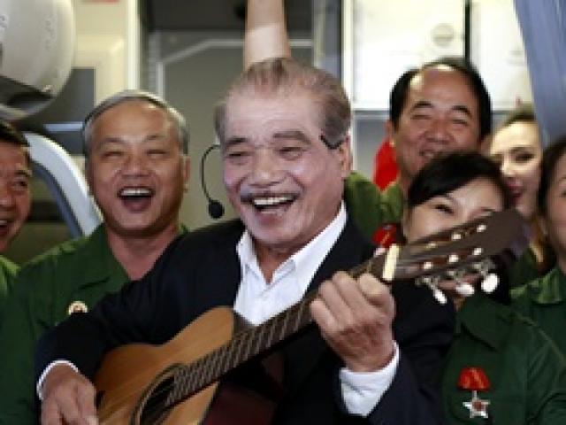 """NSND Trần Hiếu lần đầu """"hát trên trời"""" ở tuổi 80"""