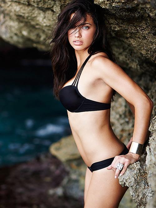 Adrina Lima cũng mang vẻ đẹp điển hình của phụ nữ Brazil - hoang dại và bốc lửa