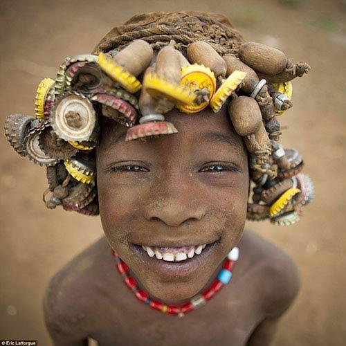 Nhiều trẻ em cũng có bộ tóc nắp chai cho riêng mình.