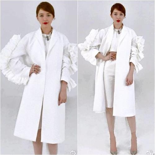 Yoon Eun Hye giới thiệu thiết kế của cô tại một chương trình tìm kiếm nhà thiết kế ở Trung Quốc