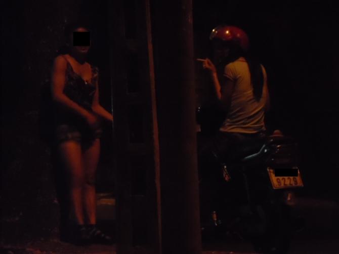 Những con phố đèn đỏ, nơi cô Ng. cùng nhiều gái bán hoatừng có quãng thời gian lầm lỗi.