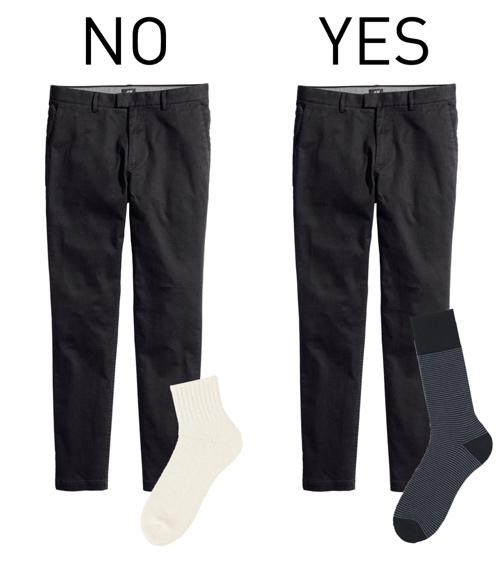 Nên chọn tất đồng màu quần