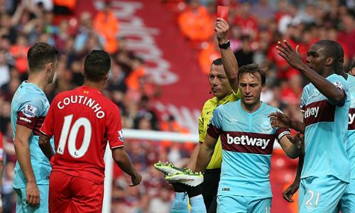 Coutinho nhận thẻ đỏ ở vòng 4