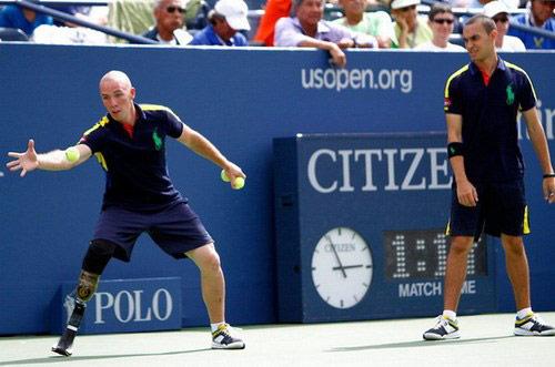 US Open 2015: Chuyện về người nhặt bóng 1 chân - 1