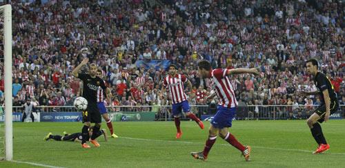 """Barca """"run sợ"""" Torres nhưng là """"hung thần"""" với Simeone - 1"""