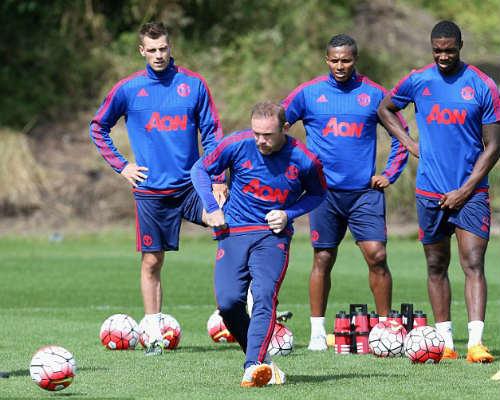 """Trước đại chiến, MU """"méo mặt"""" vì Rooney - 1"""
