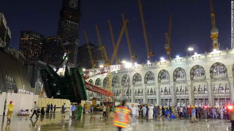 Hiện trường sập cần cẩu tại thánh đường Hồi giáo lớn nhất thế giới - 1