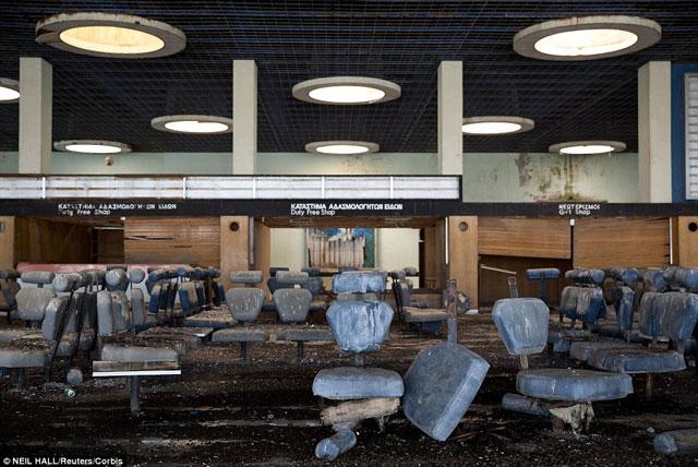Bên trong những sân bay bỏ hoang đáng sợ nhất thế giới - 1