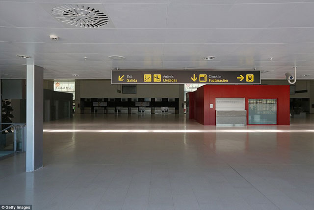 Bên trong những sân bay bỏ hoang đáng sợ nhất thế giới - 13