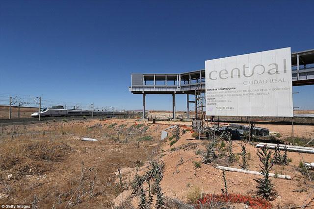 Bên trong những sân bay bỏ hoang đáng sợ nhất thế giới - 14