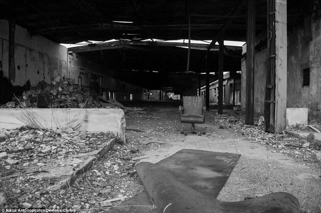 Bên trong những sân bay bỏ hoang đáng sợ nhất thế giới - 3