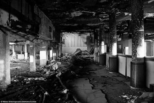 Bên trong những sân bay bỏ hoang đáng sợ nhất thế giới - 4