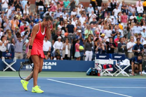 Không ngờ hạ Serena, Vinci đặt vé về nước trước - 1