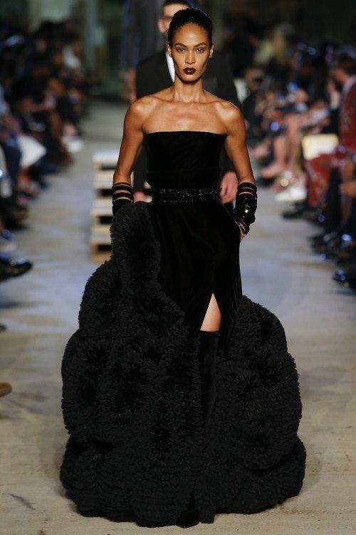 Thiên thần nội y gục ngã trên sàn diễn Givenchy - 5