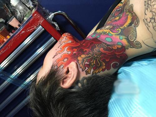 Bà mẹ trẻ chịu đau 19 tiếng để xăm hình kỳ lân lên mặt - 11