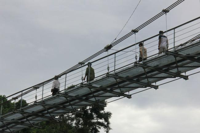 """Cận cảnh """"cầu treo trên mây"""" ở Quảng Ngãi - 6"""