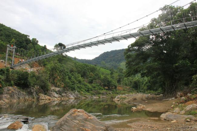 """Cận cảnh """"cầu treo trên mây"""" ở Quảng Ngãi - 9"""