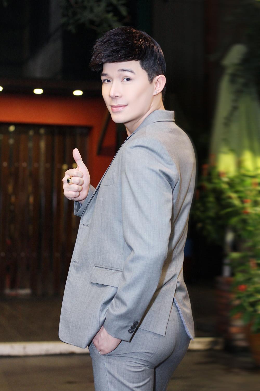 Nathan Lee bị fan vây kín sau đêm diễn - 2