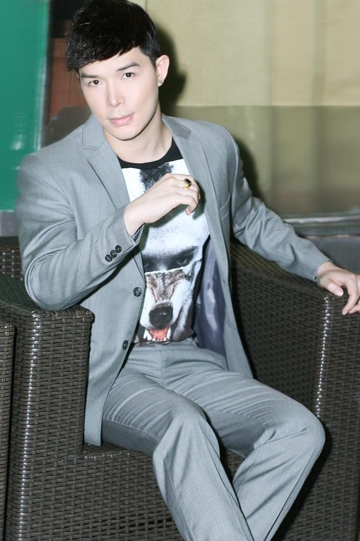 Nathan Lee bị fan vây kín sau đêm diễn - 3