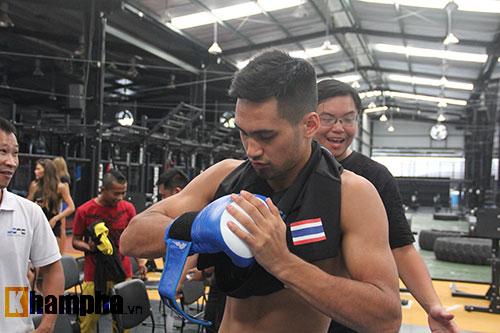 """Võ sĩ """"dọa"""" đối thủ trước giải boxing đỉnh cao ở Việt Nam - 8"""