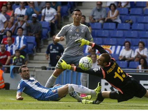 """Lập """"bàn tay nhỏ"""", Ronaldo đi vào lịch sử La Liga - 2"""