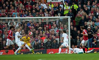 """Chi tiết MU - Liverpool: Xứng danh """"derby Đỏ"""" - 7"""