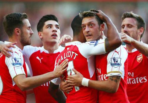 Arsenal: Wenger hài lòng nhưng Walcott thì không - 1