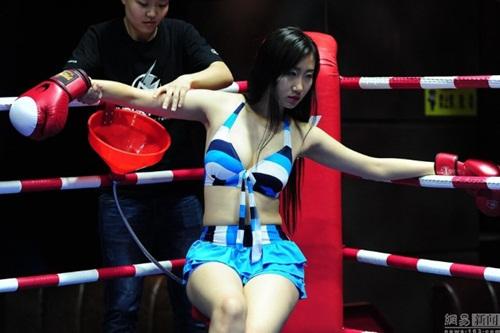 """Quán bar """"bikini vật lộn"""" hút hồn giới trẻ Trung Quốc - 5"""
