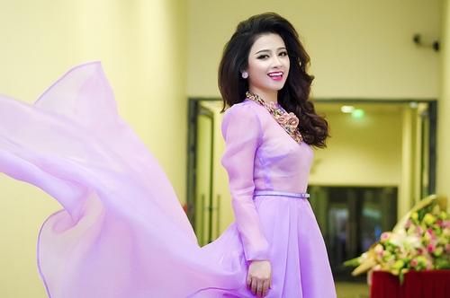 Dương Hoàng Yến, Văn Mai Hương ngày càng xinh đẹp - 4