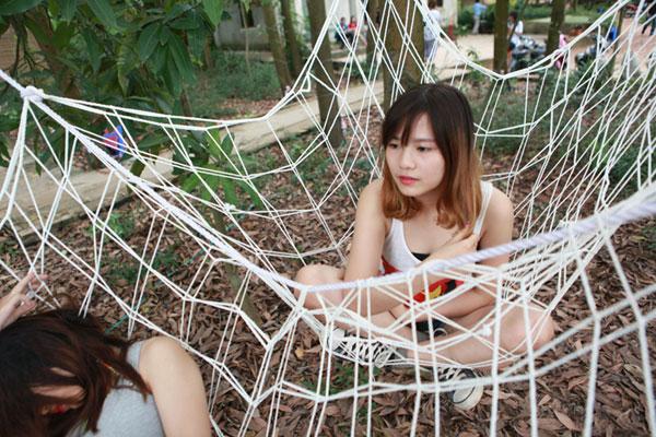 Giới trẻ xếp hàng, dùng sổ gạo mua đồ như thời bao cấp - 11