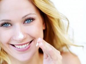 4 cách để giữ da căng mịn trong mùa thu
