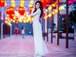 Huyền My dịu dàng trong tà áo dài bên con đường đèn lồng dài nhất Việt Nam