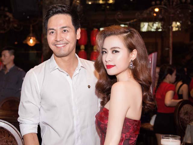 Hoàng Thùy Linh vai trần gợi cảm bên MC Phan Anh