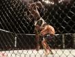 """UFC: Cú đá xoay """"bất thình lình giật mình"""""""