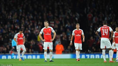 """Arsenal lâm nguy: """"Pháo thủ"""" bao giờ mới lớn - 2"""