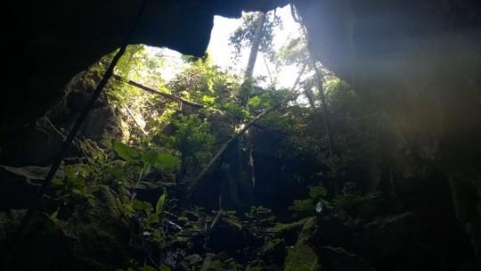 Quảng Bình: Phát hiện hang động kỳ vĩ chưa có dấu chân người - 1