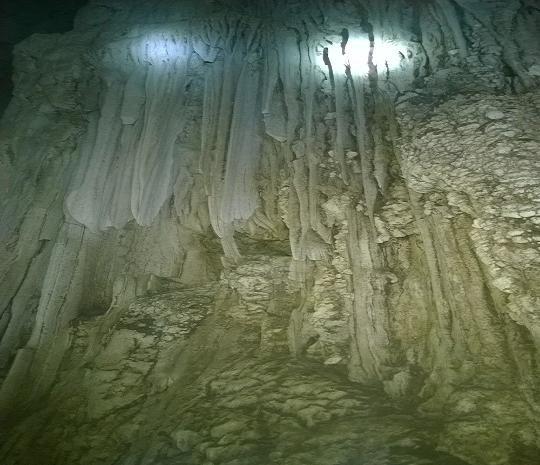 Quảng Bình: Phát hiện hang động kỳ vĩ chưa có dấu chân người - 2
