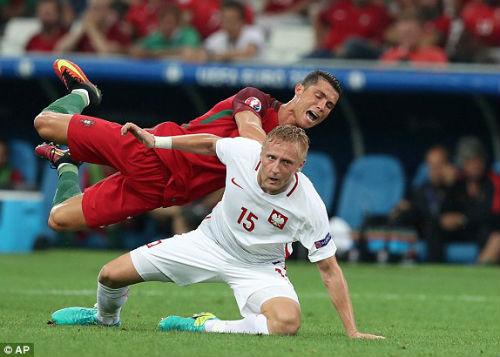 Góc ảnh EURO: Ronaldo thở phào, Lewandowski chết lặng - 4
