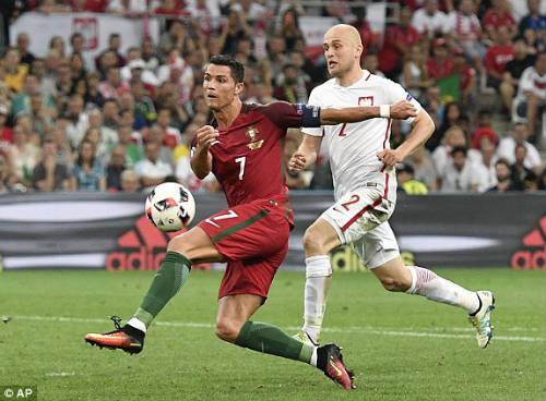 Góc ảnh EURO: Ronaldo thở phào, Lewandowski chết lặng - 5