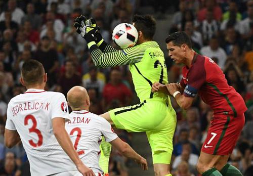 Góc ảnh EURO: Ronaldo thở phào, Lewandowski chết lặng - 6
